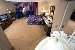 Fallsview room with Jacuzzi